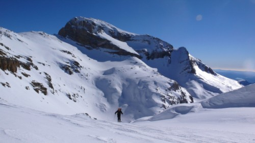 Approaching the summit of Marboré with Cilindro (3325m) behind