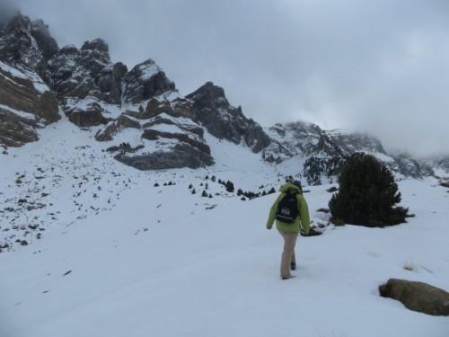 Walking under the cliffs of the Sierra de Partacua