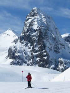 Skiing in front of the peak of Anayet