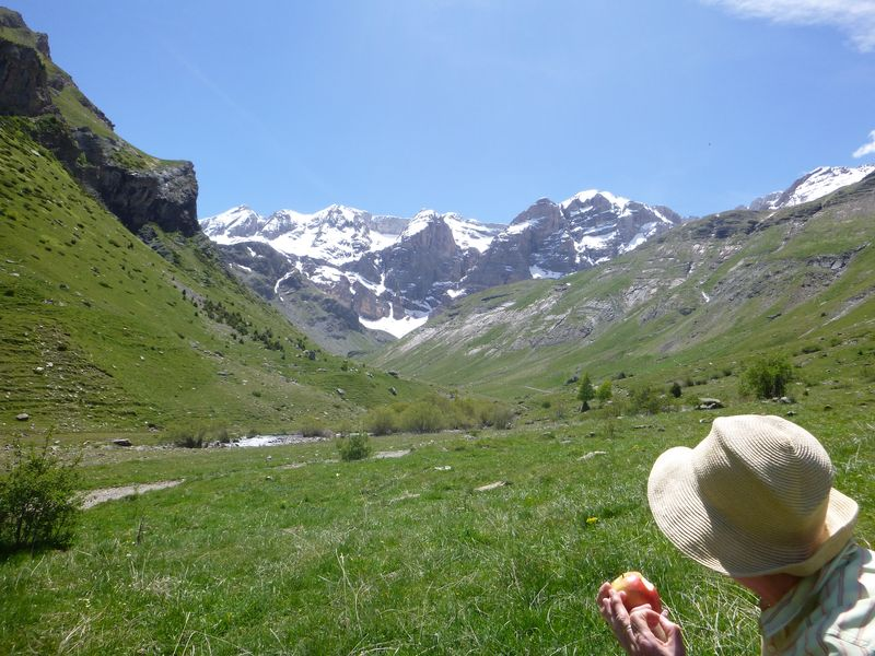 Walking in the La Ripera valley with the cliffs of the Sierra de Tendenera in the distance
