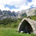 A very attractive old shepeards hut ifront of the Sierra de la Partacua