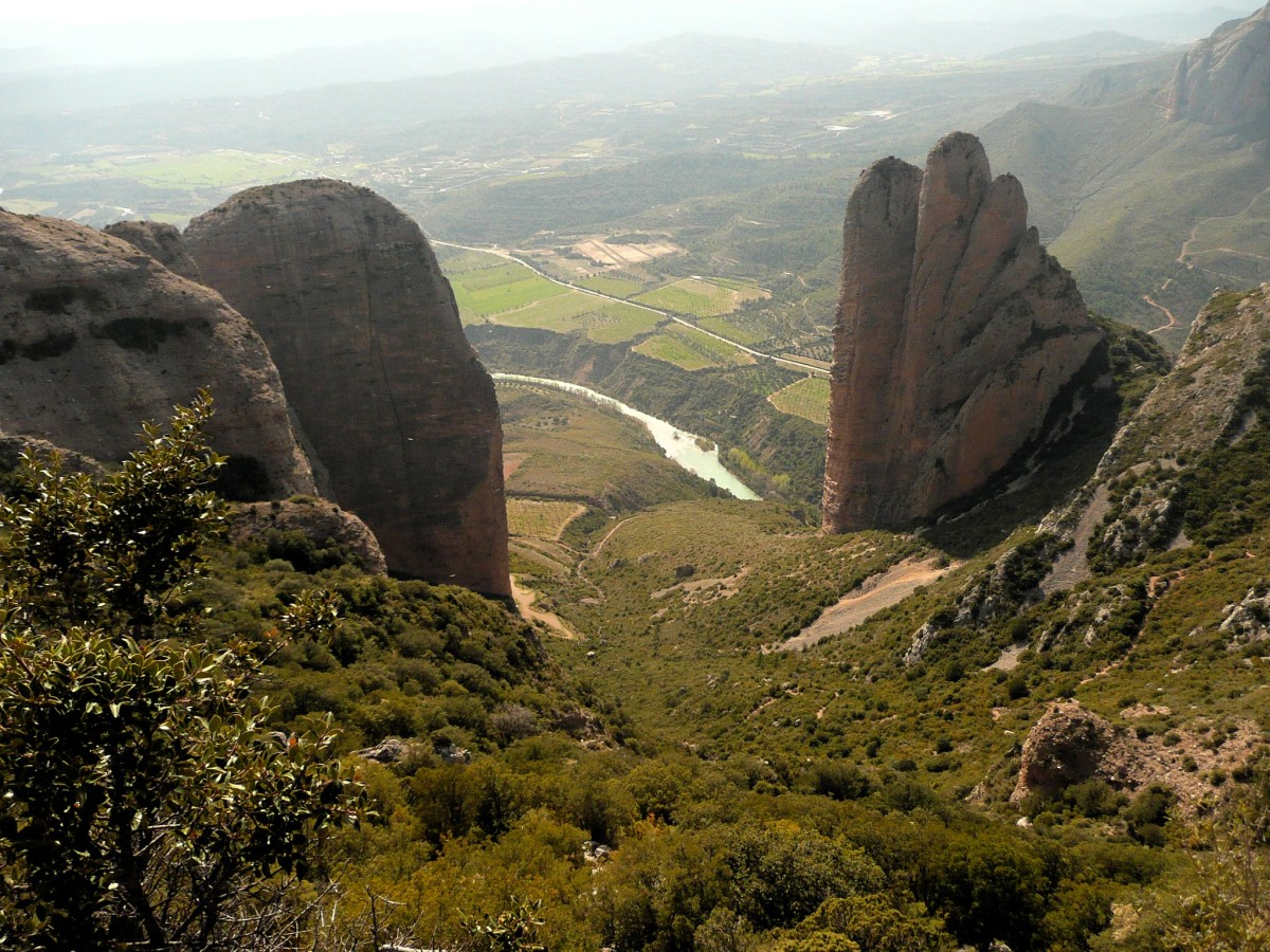 Springtime on the paths of Riglos