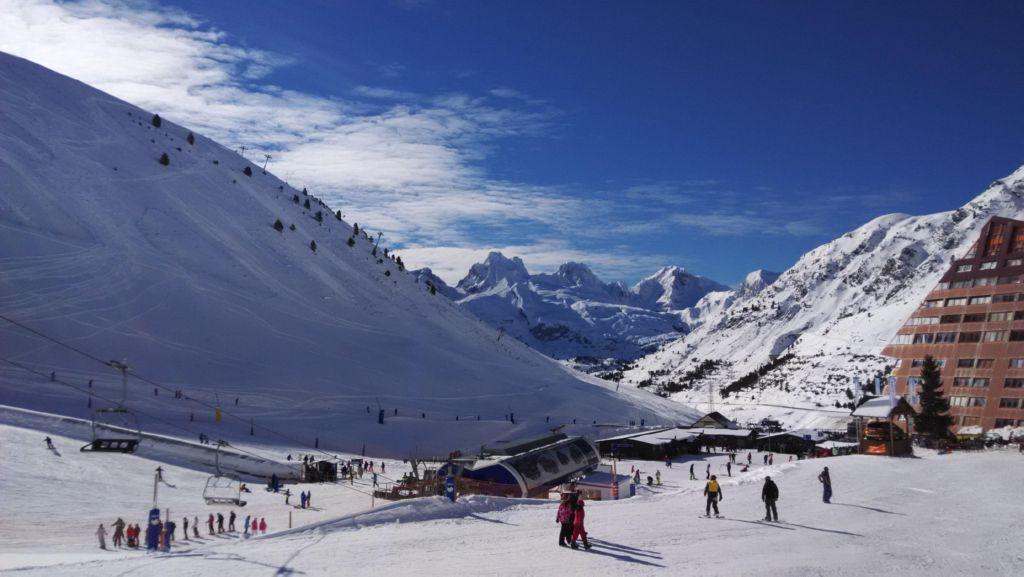 Astún ski resort in Valle de Aragón