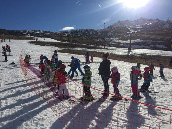 Pyrenees family skiing
