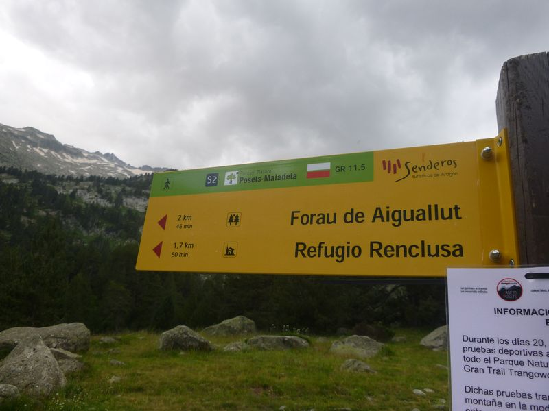 Easy to follow signposted route to Refugio Renclusa from Besurta