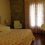 Hotel Los Arcos room
