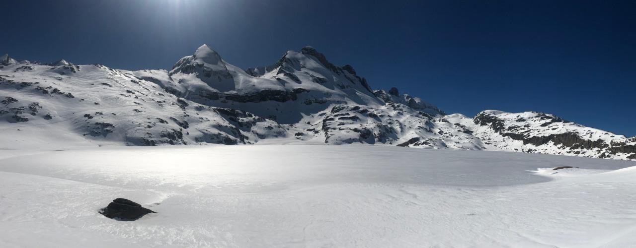 Snowshoeing Ibon Estanes