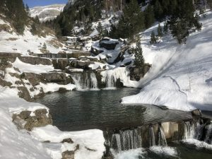 Snowshoeing vacation in the Pyrenees