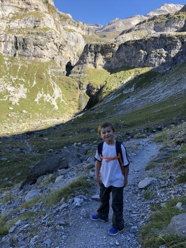 Family-hiking-Refugio-Goriz-31-min