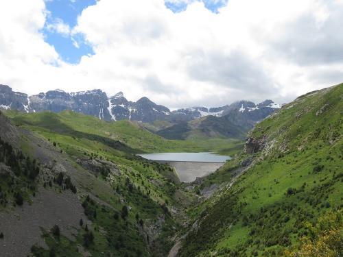 Emblase de Escarra with the Sierra de Partacua behind