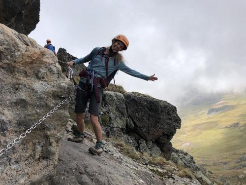 Enjoying the chains of Pico Anayet