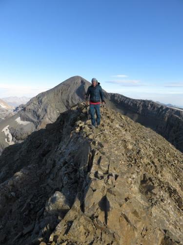 On the summit ridge of Pico Añisclo