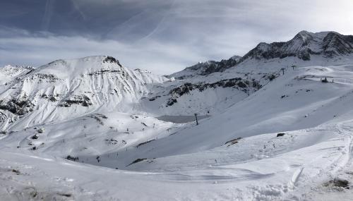 Ibon de Sabocos and Montaña del Verde