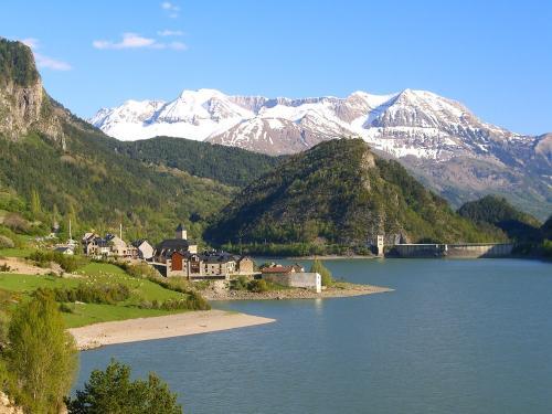 Lanuza village and reservoir - day 4