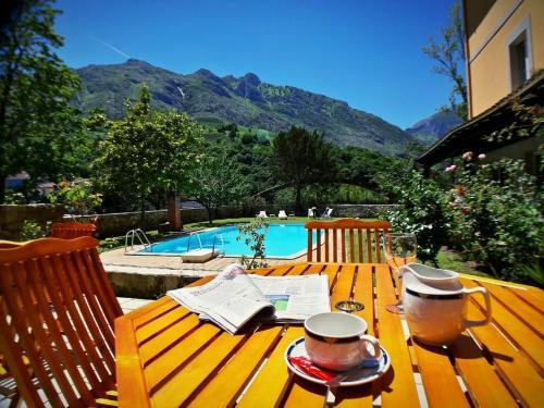 Hotel del Oso pool