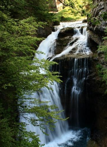 Cascada de la Cueva in Ordesa