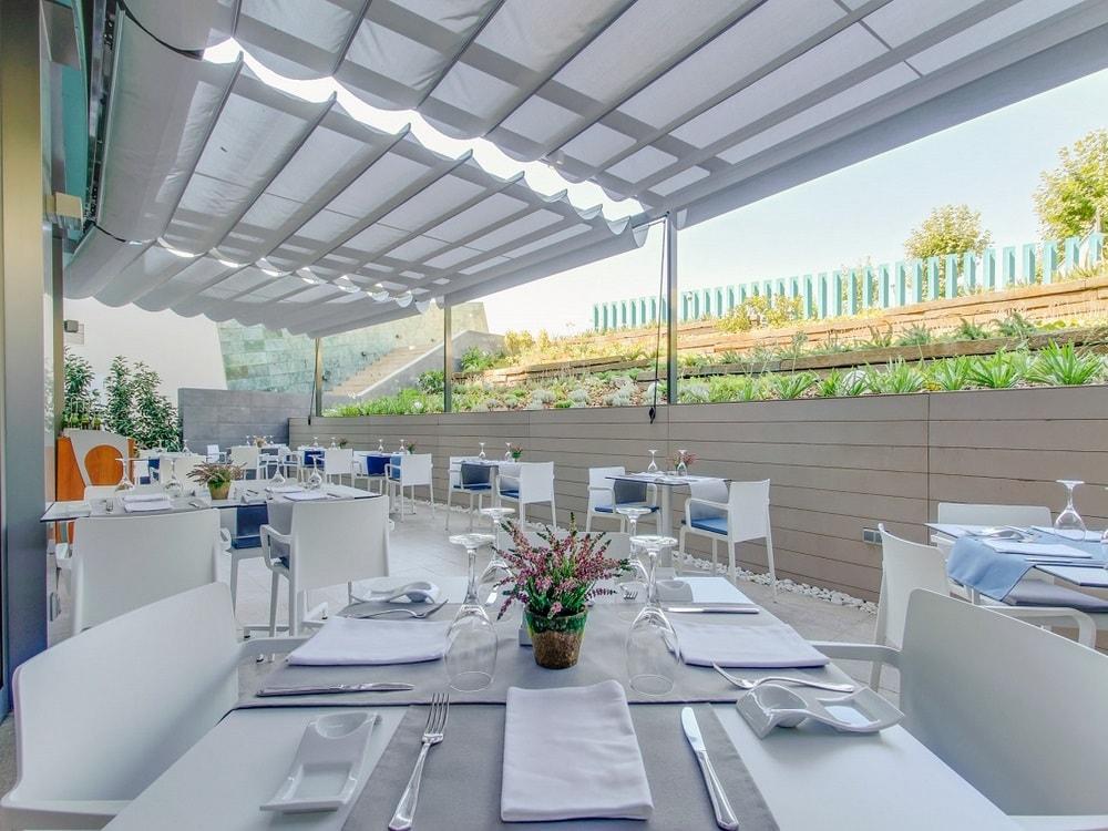 restaurant-terrace-min
